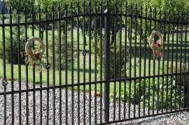 Dożynki Gminne Święcia 2011: Zdjęcie przedstawia dekoracje dożynkowe zawieszone na bramie