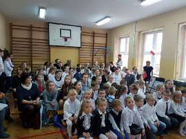 Konkurs piosenki w Grochowach_3:zdjęcie przedstawia:grupę dzieci