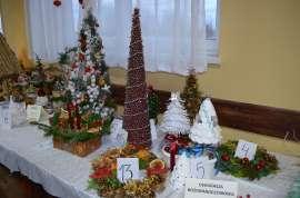 Mikołajkowe niespodzianki: Zdjęcie przedstawia dekorację bożonaredzoniową