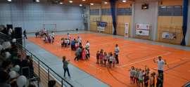 Olimpiada_3Olimpiada: Zdjecie przedstawia zbiórkę na hali sportowej