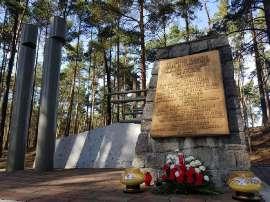 pomnik2020