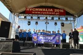 rychwalia 2016 - relacja_2 zdjecie przedstawia grupe osób stojacych na scenie