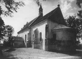 Tak było kiedyś_2: Zdjęcie przedstawia budynek z wieżą i krzyżem na dachu.